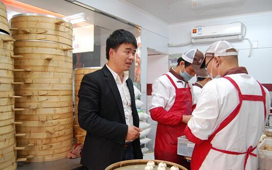 """老台门汤包创始人:""""包子大王""""陈庆松"""
